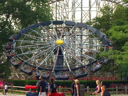 Witches' Wheel (Cedar Point) 2014 01.jpg