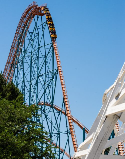 Goliath (Six Flags Magic Mountain) drop 1.jpg