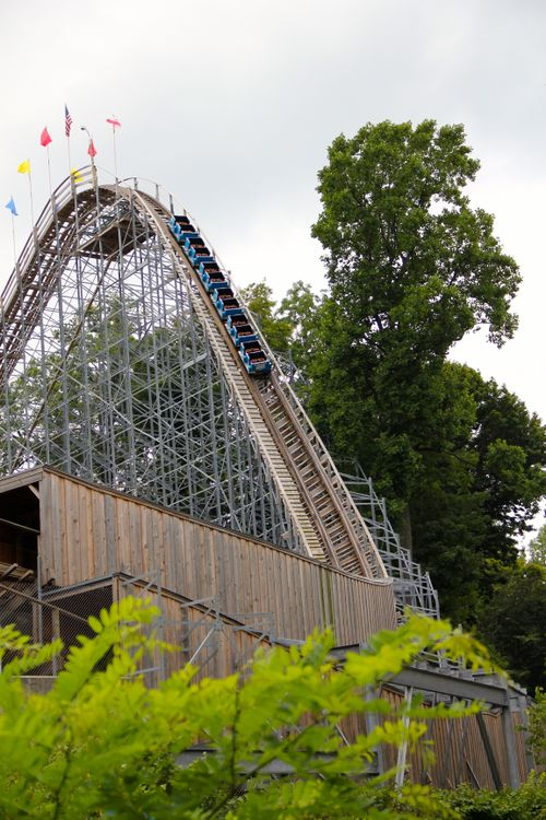 Ravine Flyer II (Waldameer) first drop 01.jpg