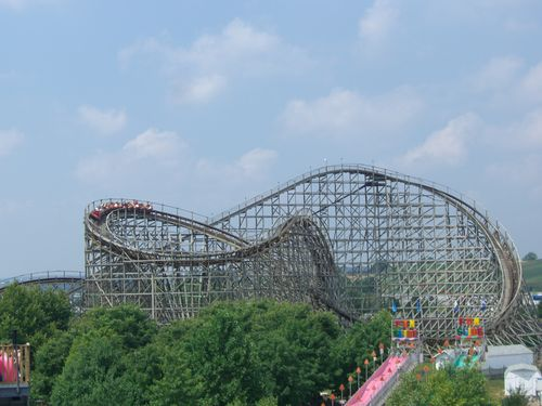 Wildcat (Hersheypark) twists.jpg