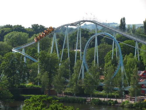 Shockwave (Drayton Manor) drop and loop.jpg