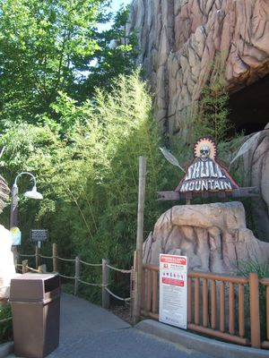 Skull Mountain (Six Flags Great Adventure) 2008 01.jpg